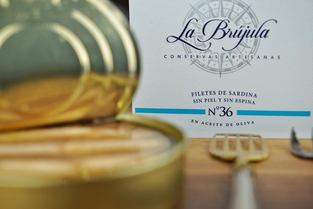 La Brújula N° 36: Große, gehäutete & entgrätete Sardinen in Olivenöl