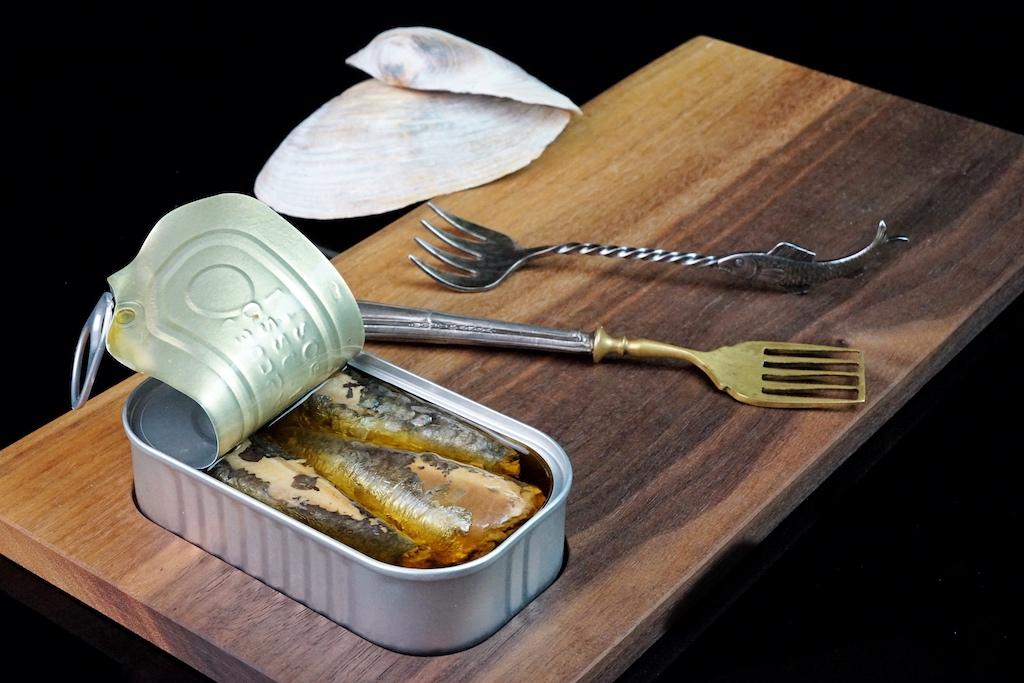 Sardinen in Olivenöl mit Zitrone sind ein echter Klassiker