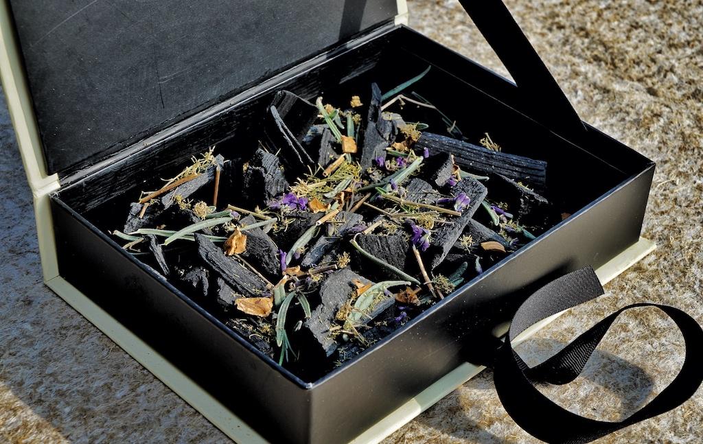 Sehr exklusive Mischungen werden bei Gourmet- und Sterneköchen eingesetzt. Diese Mischungen - mit teils frischen Ingredienzien - werden unter anderem von einer kleinen Manufaktur in Südfrankreich gefertigt - das Rauch-Aroma ist unschlagbar