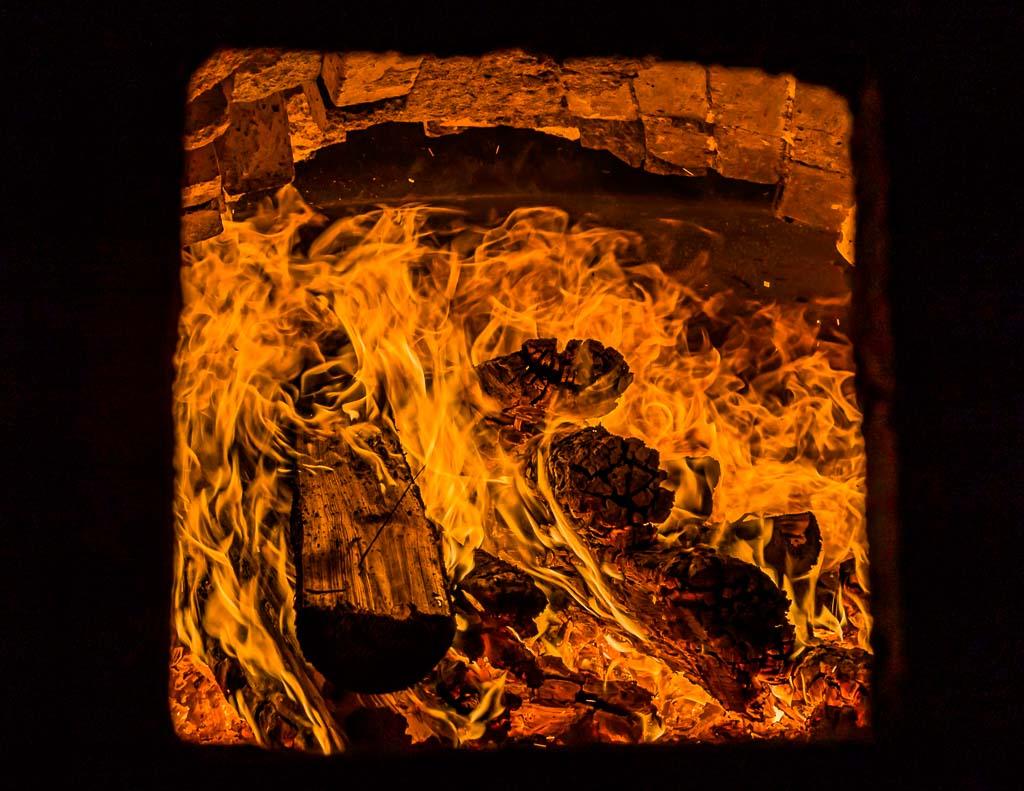 Das Feuer gibt ab Mittag die maximale Leistung ab / © FrontRowSociety.net, Foto: Georg Berg
