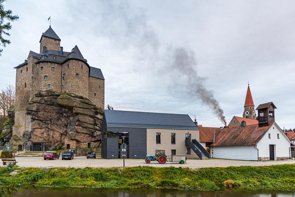 Schwarzer Rauch steigt über dem Kommun-Brauhaus von Falkenberg auf / © FrontRowSociety.net, Foto: Georg Berg
