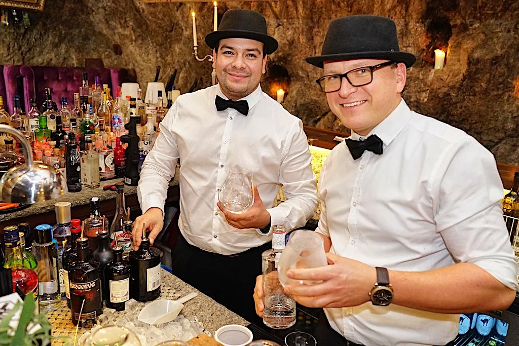 """In der Bar """"Stollen 1930"""" stehen den Barkeepern über 1000 Ginsorten zur Auswahl bereit"""