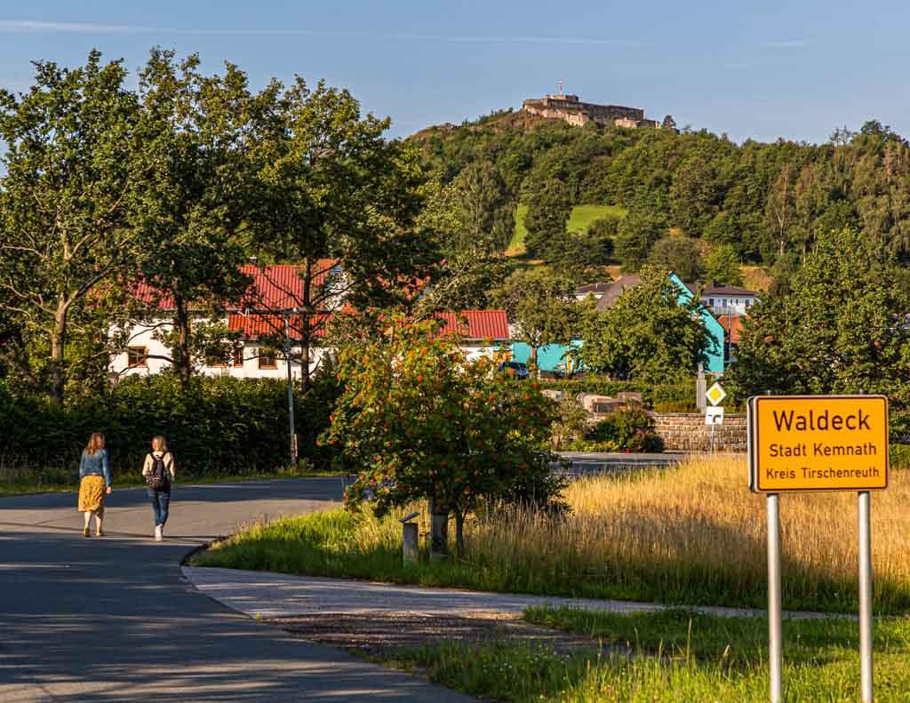 Ein Kräuterspaziergang mit Elisabeth Zintl von den Hollerhöfen in Waldeck / © FrontRowSociety.net, Foto: Georg Berg