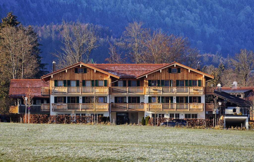 R6 Tegernsee: In ruhiger Lage in Bad Wiessee - hinter dem kleinen Rathaus - präsentiert sich das Haus,
