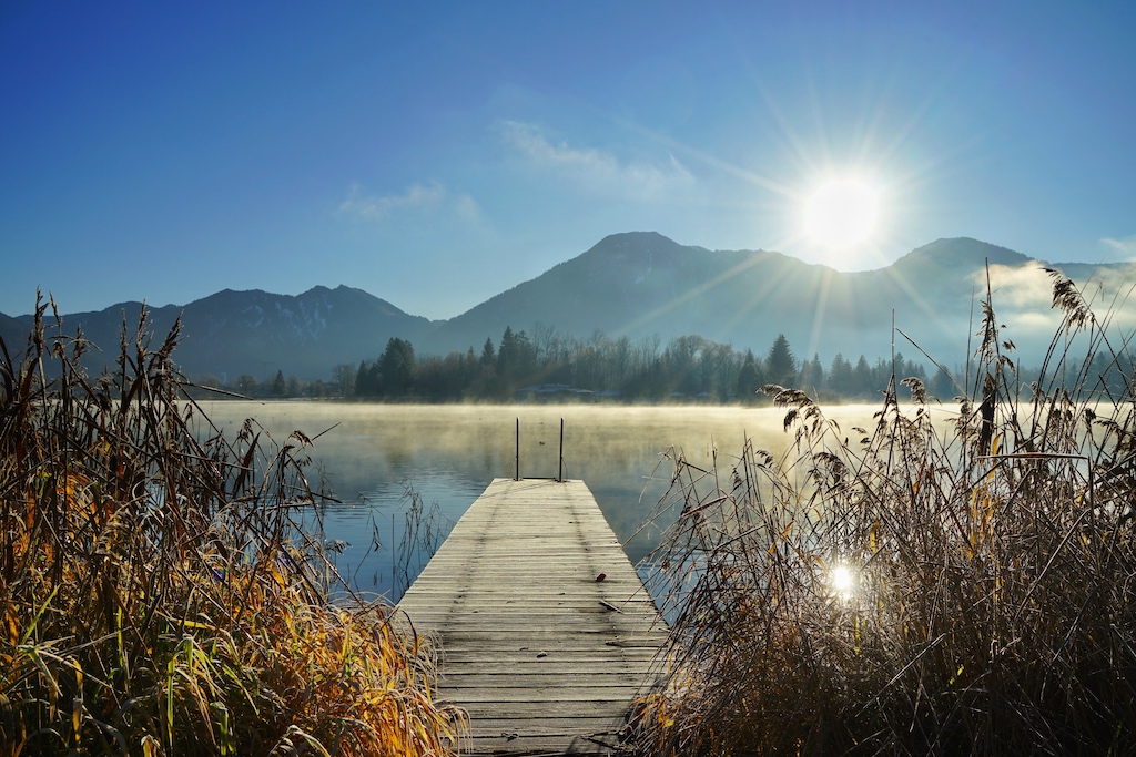 Im Winter sollte man früh aufstehen, um den Tegernsee in all seinen Facetten genießen zu können