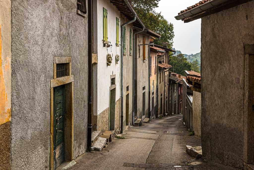 Die Via Cantine de Salorino - eine Straße der Kantinen, könnte man meinen / © FrontRowSociety.net, Foto: Georg Berg