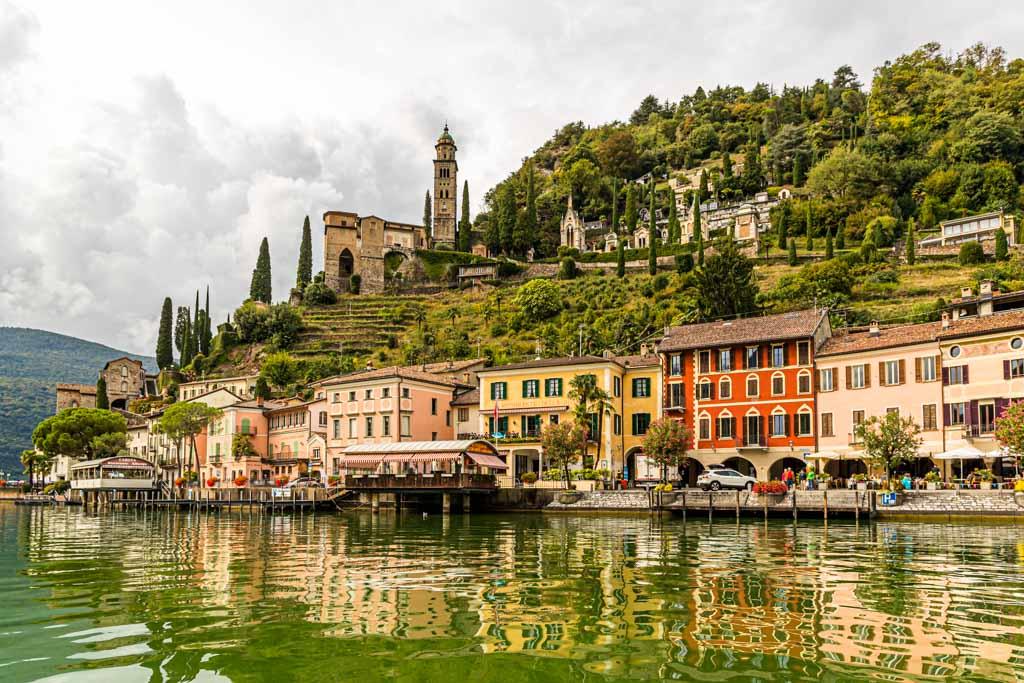 Im Tessin fahren Rennfahrer gerne die Strecken entlang der Seeufer und durch malerische Orte wie Morcote am Lago Lugano / © FrontRowSociety.net, Foto: Georg Berg