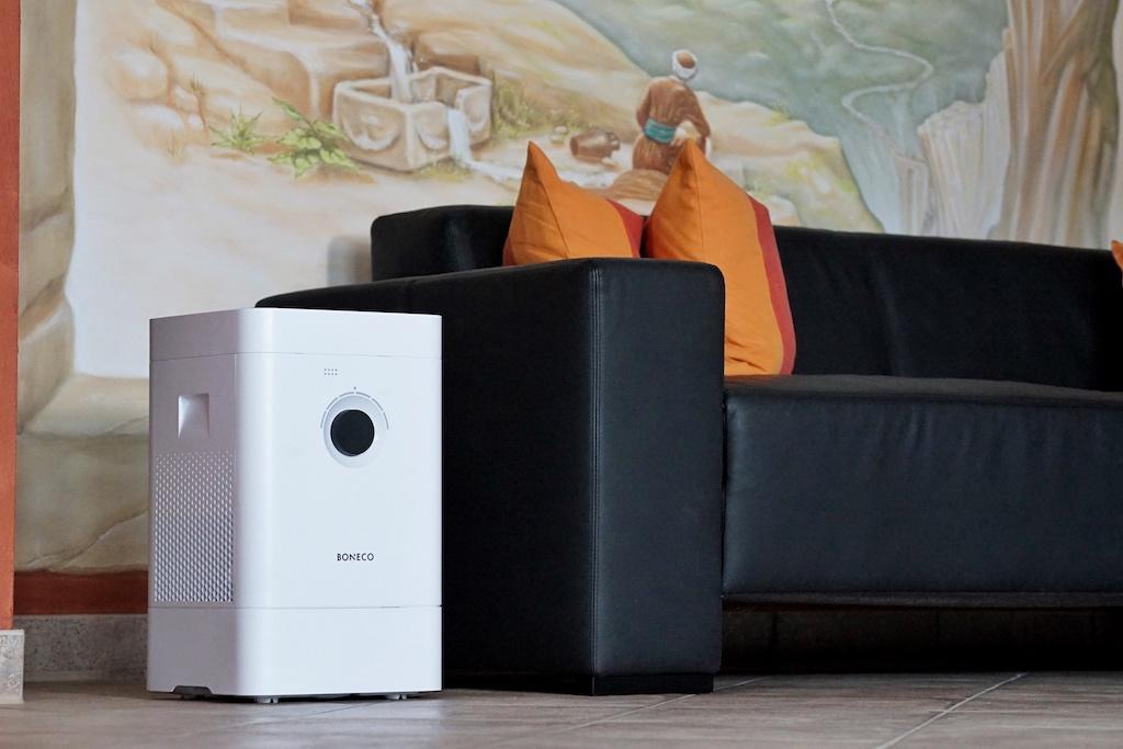 BONECO HYBRID Luftbefeuchter & Luftreiniger H300 im Wohnzimmer