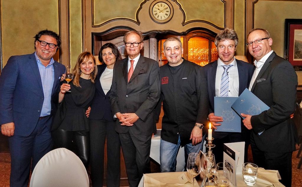Gunter Künstler (2.v.re.) begleitet mit seinen Weinen regelmäßig auf dem Rheingau Gourmet & Wein Festival erlesene Speisen von Sterneköchen, wie auch das Menü von 3 Sterne Koch Christian Bau