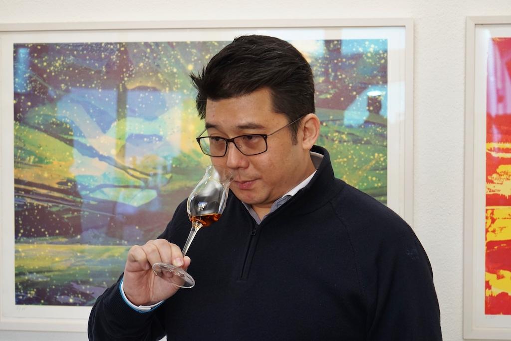 2018 trafen wir Master Distiller Ian Chang - in 2020 hat er das Unternehmen verlassen, nach dem er viele Jahre die Verantwortung für die Produkte von KAVALAN trug