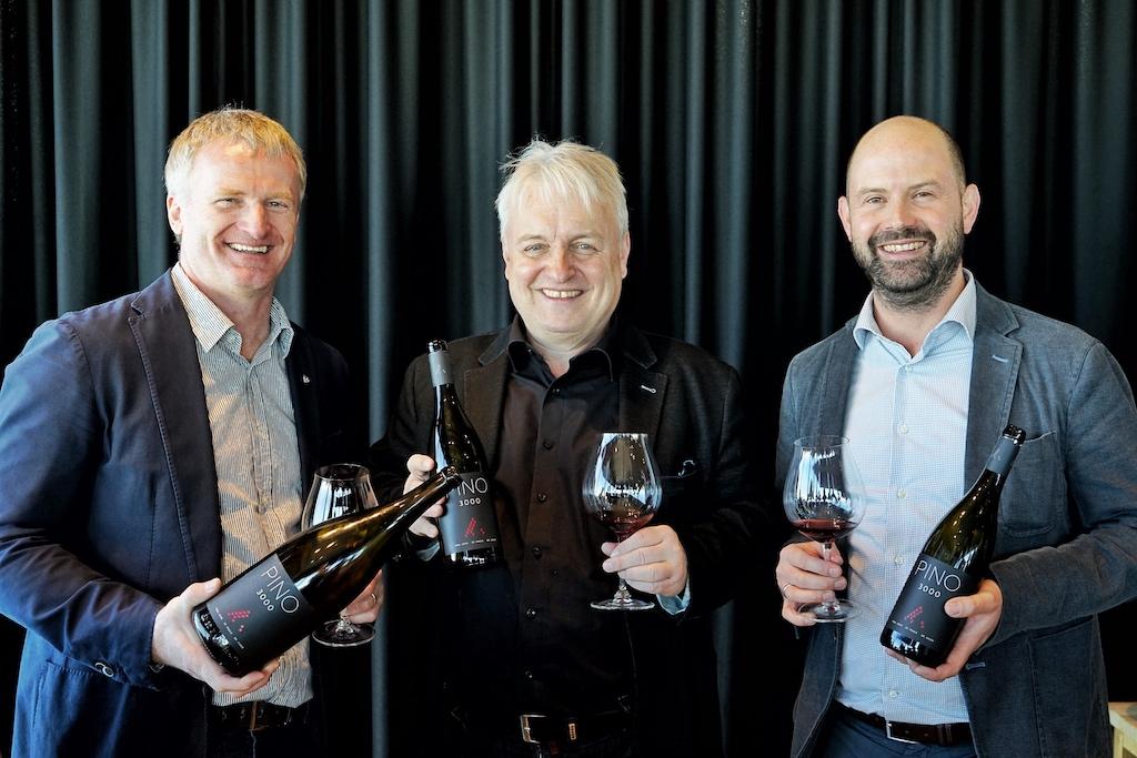 Joachim Heger (mi.) macht sich seit Jahren um den deutschen Spätburgunder verdient, u.a. mit seinem grenzüberschreitenden Projekt PINO 3000, der im Gourmet Restaurant ice Q lagert
