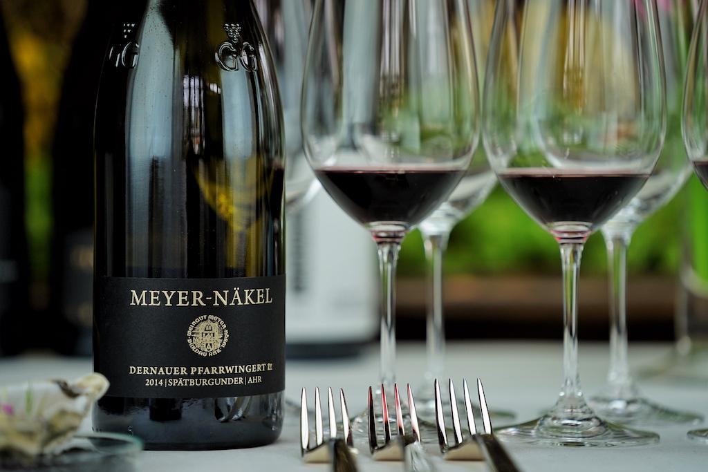 Zu den besten deutschen Spätburgundern zählt ebenfalls der 2014 Dernauer Pfarrwingert GG vom Weingut Meyer-Näkel