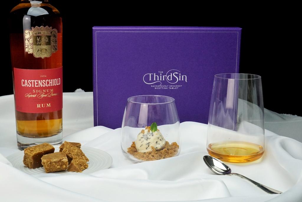 """Auch mit etwas Süßes, wie die Dritte Sünde von Ann Dunning """"The Third Sin"""" aus Schottland harmoniert mit Castenschoild Rum perfekt / © Redaktion FrontRowSociety.net"""