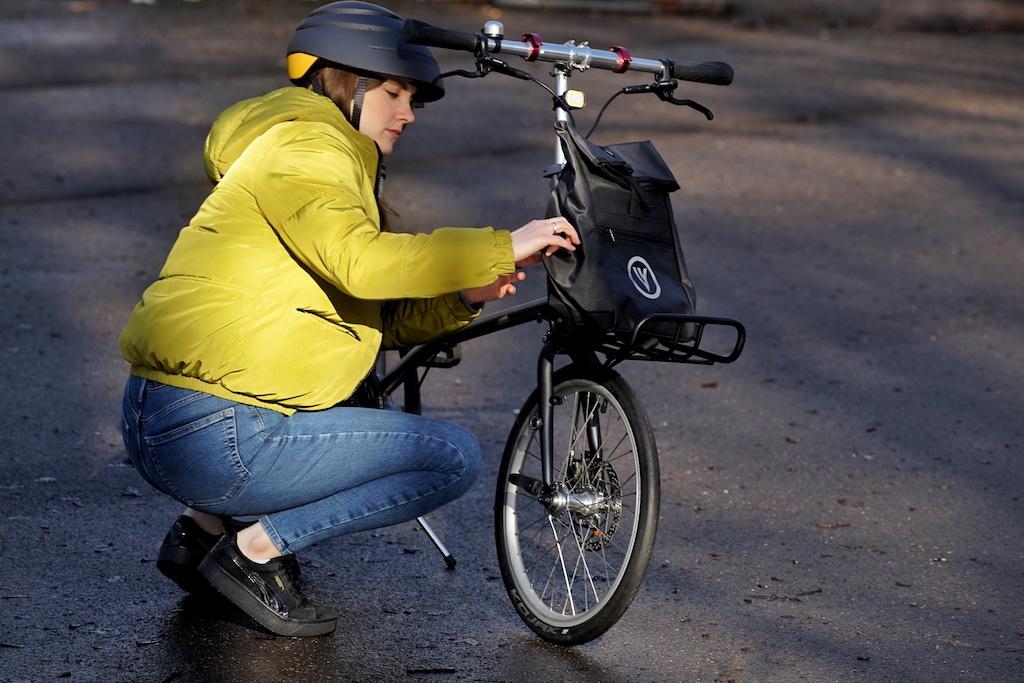 P.S. Natürlich können die VELLO Bikes auch mit einem Front-Gepäckträger ausgestattet werden, so dass man Taschen & Co. transportieren kann - VELLO bietet eine eigene Tasche, die auch als Rucksack eingesetzt werden kann