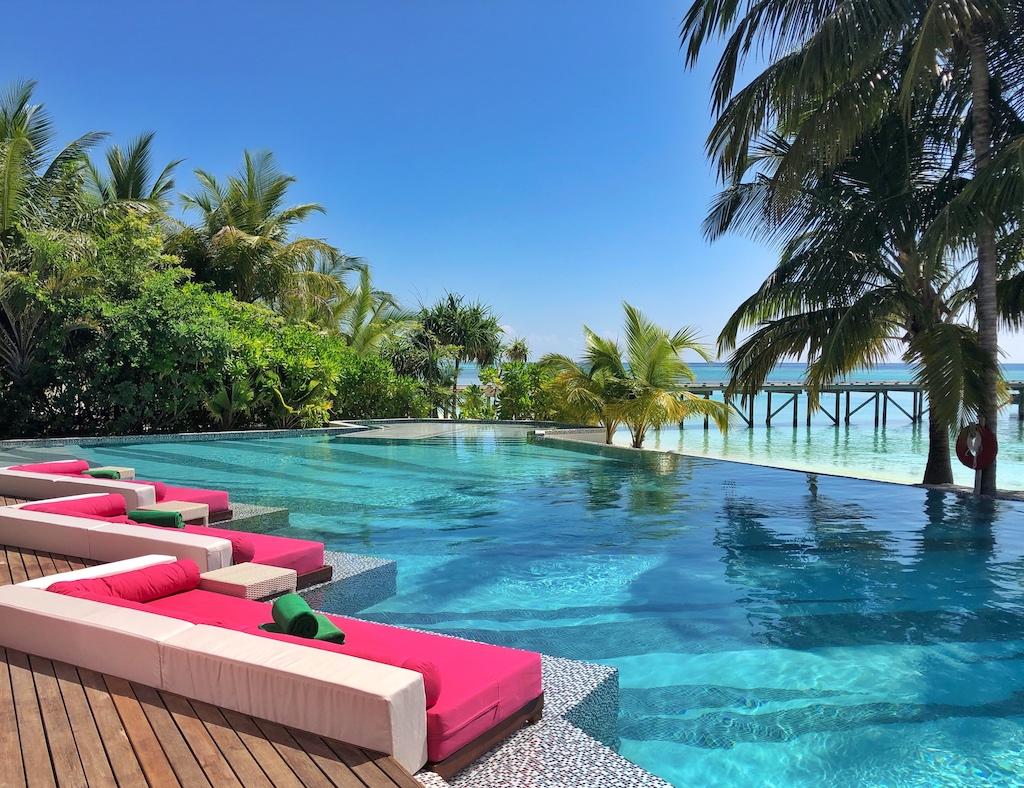 Am großen Pool lässt es sich wunderbar entspannen