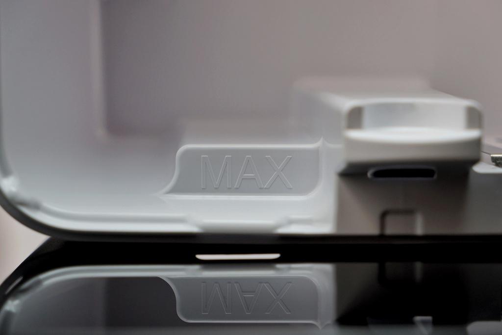 ... bis zur MAX-Markierung mit frischem Leitungswasser gefüllt werden