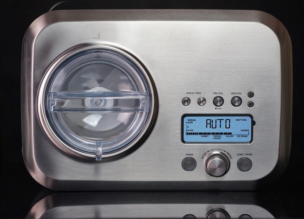 Handlich und platzsparend in jeder Küche unterzubringen: The Smart Scoop in den Maßen: 40.6 x 28.2 x 25.7 Zentimeter