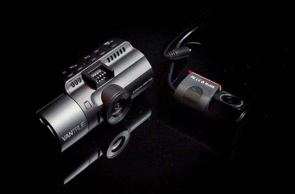 Dashcam Vantrue N4 und Rückkamera - unschlagbares Team für die Rundum-Überwachung des Fahrzeugs