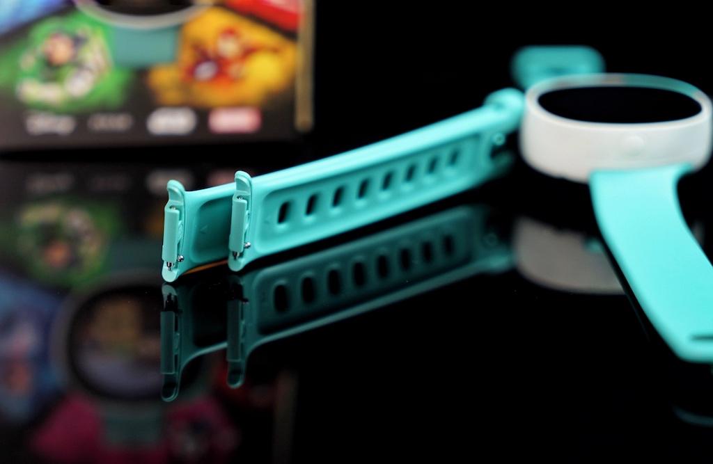 Das zusätzliche Armband ist ergonomisch angewinkelt, so lässt sich das Zifferblatt - je nach Wunsch und Tragekomfort - gerade oder abgewinkelt positionieren