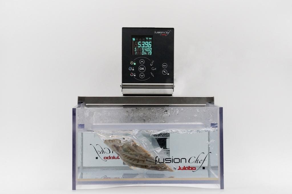 ... und können für 20 Minuten bei 54 Grad Celsius in den Sous Vide Garer von FusionChef