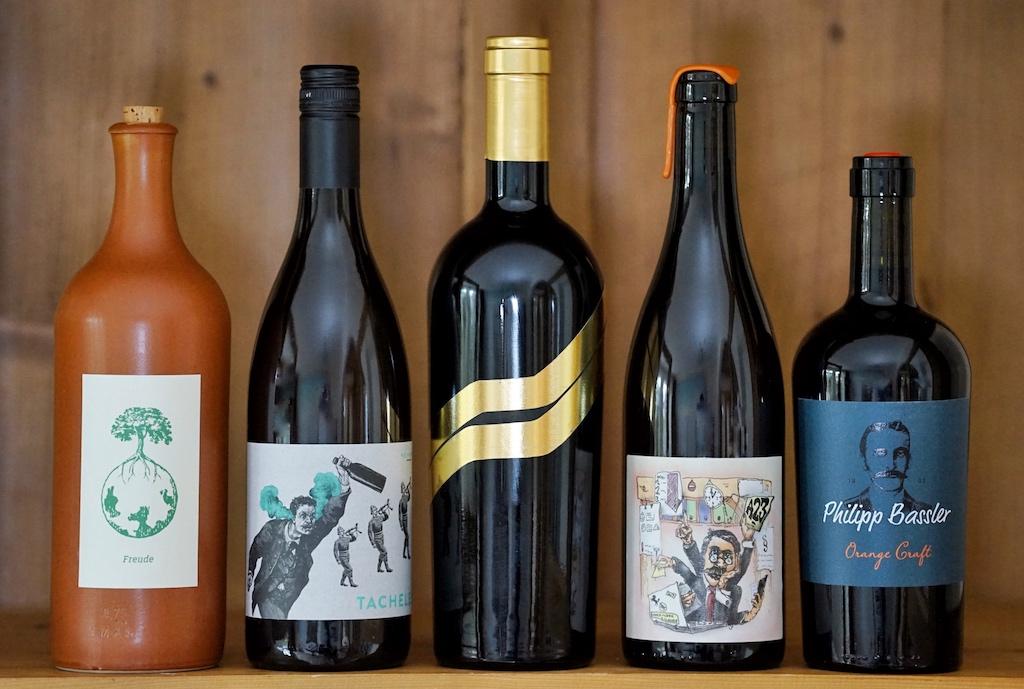 ... einige Winzer haben sehr außergewöhnliche Flaschen gewählt, vom Material, der Form oder vom Etikett her