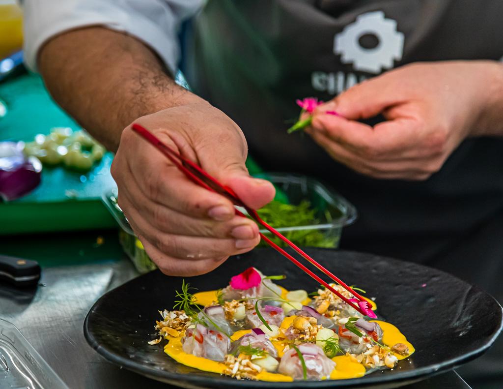 Peruanisches Ceviche made by Robert Ortiz. Er leitete viele Jahre das Sternerestaurant Lima in London bevor er sich in Birmingham mit seinem peruanischen Restaurant Chakana selbständig machte / © FrontRowSociety.net, Foto: Georg Berg