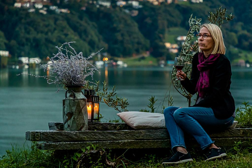 Blaue Stunde am Lago Lugano. Herrliches Licht und noch schönerer Blick beim Picknick in Vineyard / © FrontRowSociety.net, Foto: Georg Berg / © FrontRowSociety.net, Foto: Georg Berg