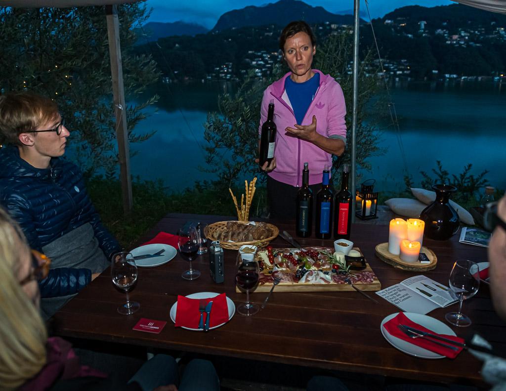 Kerstin Bernardi präsentiert die Weinfamilie des Weinguts / © FrontRowSociety.net, Foto: Georg Berg / © FrontRowSociety.net, Foto: Georg Berg