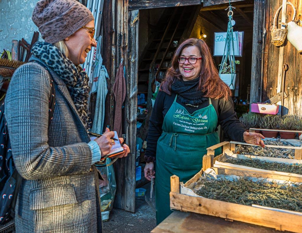 In der Hofstadt-Gärtnerei bei Carmen Dechant bekommt man neben einer fundierten Beratung auch viele Pflanzenraritäten und seltene Kräuter. Carmen Dechant bietet auch Kräuter-Workshops an / © FrontRowSociety.net, Foto: Georg Berg
