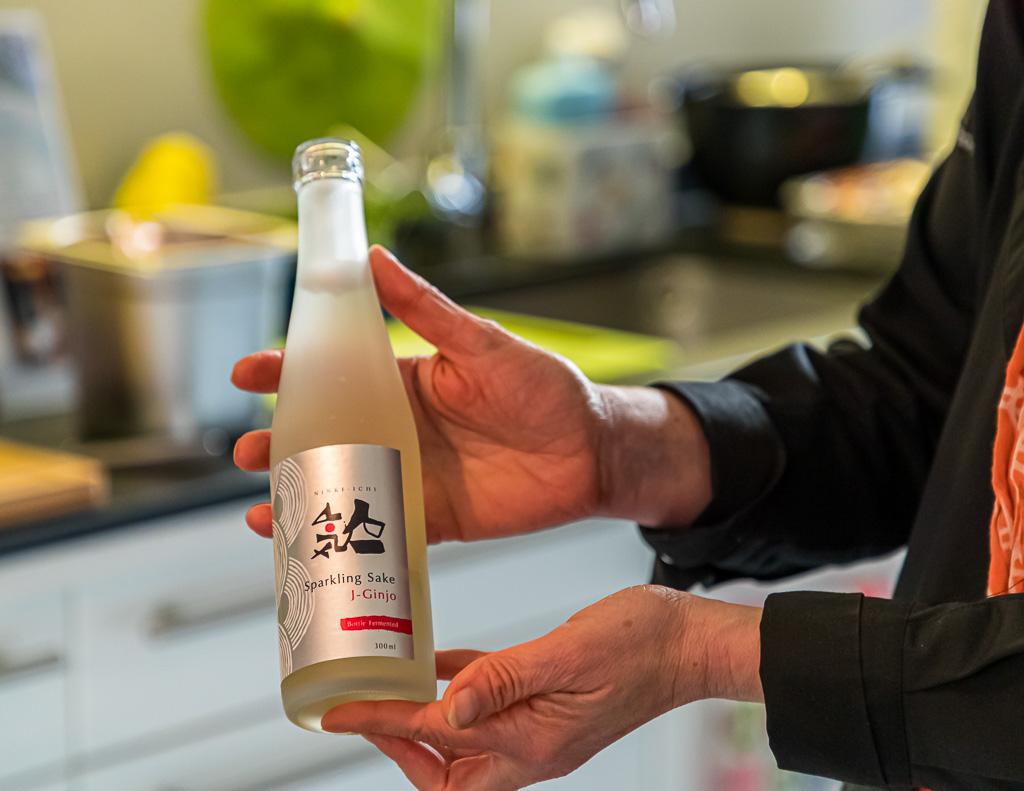Als Aperitif ein Sparkling Sake von Ninki-Ichi. Flaschengärung mit einem angenehm süß-sauren Geschmack und wenig Alkoholgehalt / © FrontRowSociety.net, Foto: Georg Berg