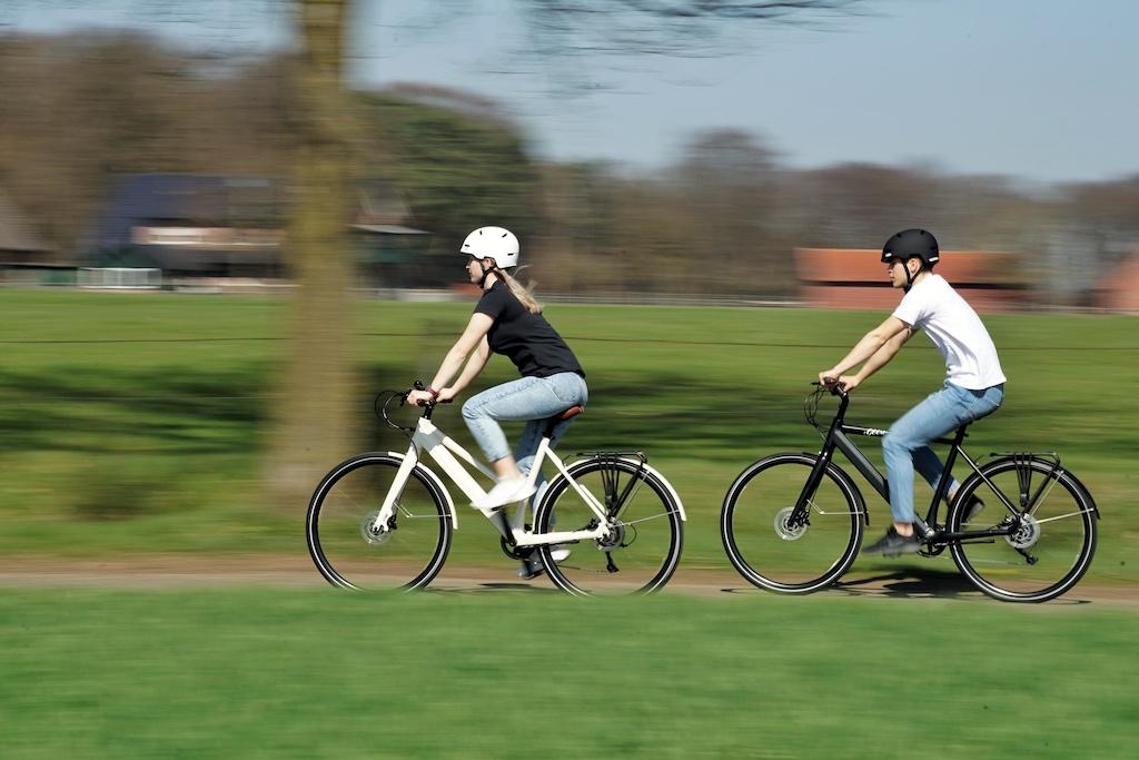 Mit den zwei E-Bikes von GEERO ...