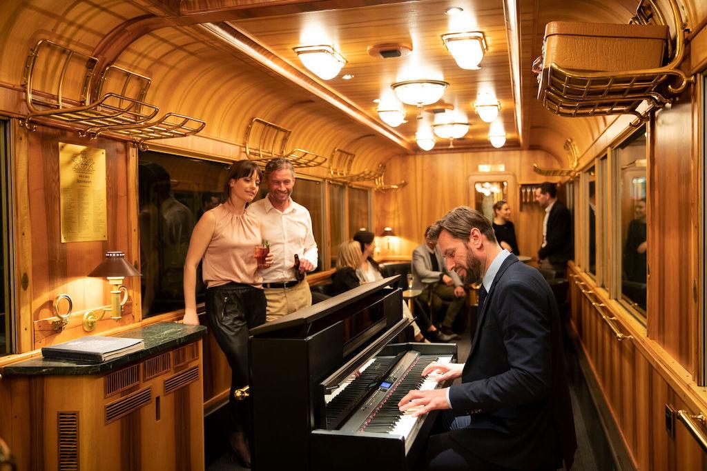 Unterwegs im Pianobarwagen - die Rhätische Bahn hat einiges zu bieten