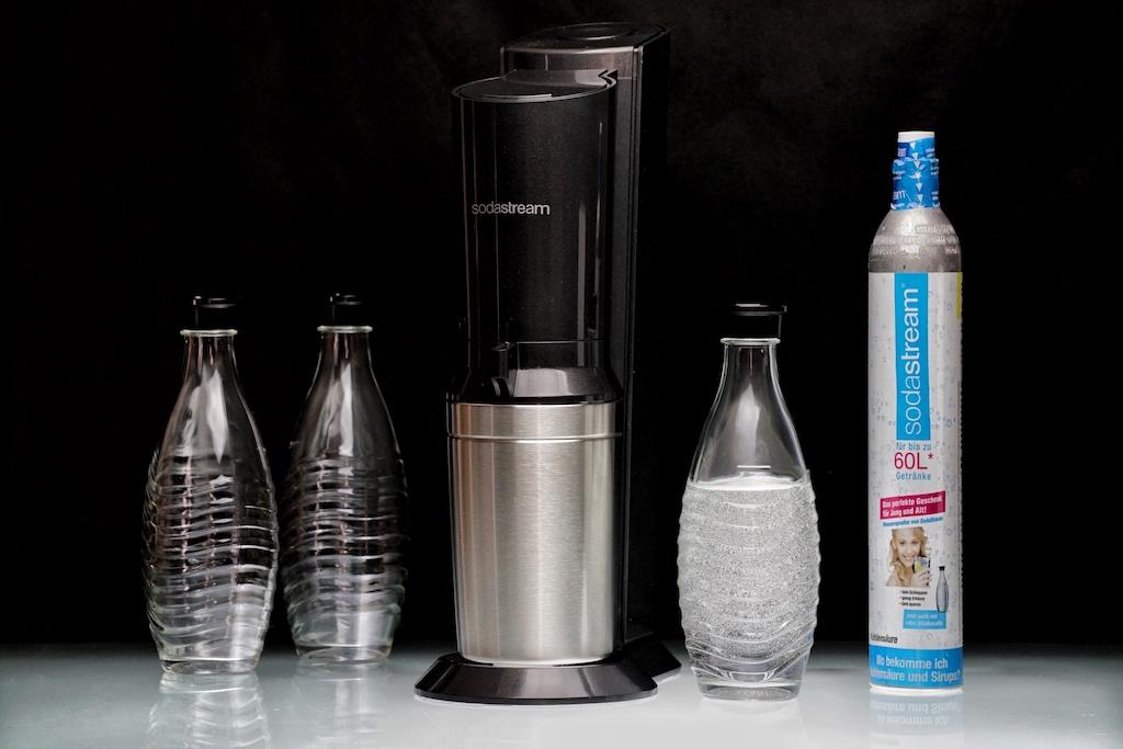 Der durch die Werbung wohl bekannteste Wassersprudler kommt von Sodastream...
