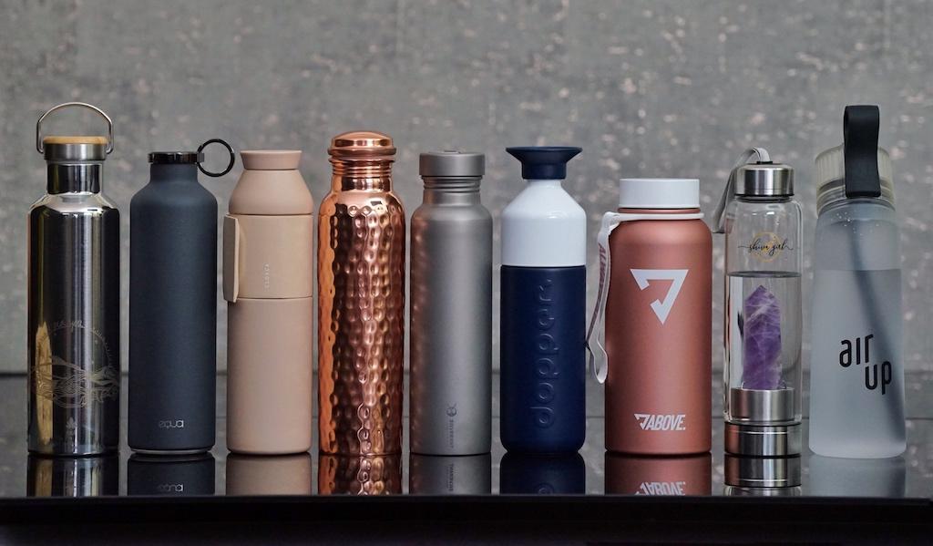 In den verschiedensten materialen werden Trinkflaschen angeboten. Ob in Edelstahl, Aluminum, Tritan, Titan, Kupfer oder Glas