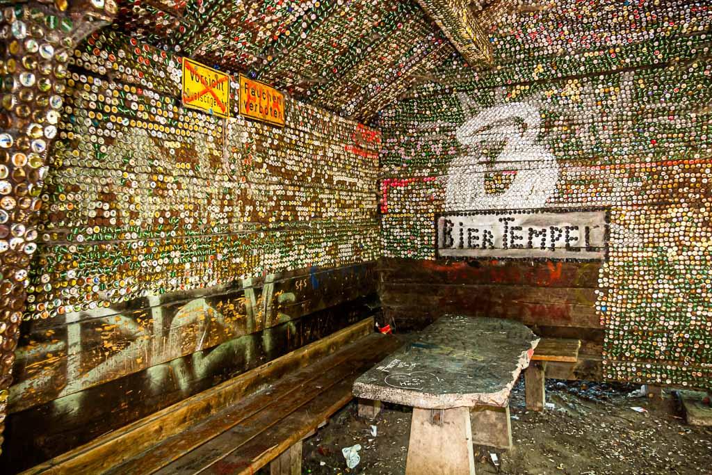 Mögen sich die Biertempel dieser Welt bald wieder mit Leben und frisch gezapften Bier füllen. An dieser Schutzhütte wurden im Laufe der Zeit auf jeden Fall schon viele Bierchen gezischt / © FrontRowSociety.net, Foto: Georg Berg