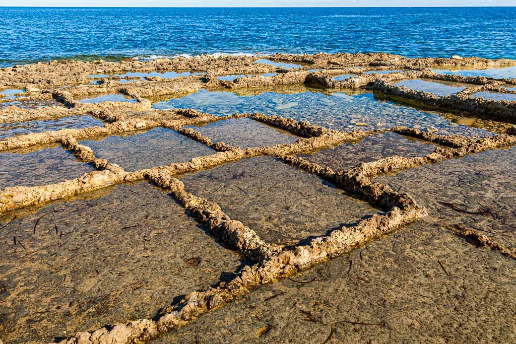 Die alten Salinen werden erst ab Mai bewirtschaftet, wenn die Kraft der Sonne stärker wird / © FrontRowSociety.net, Foto: Georg Berg