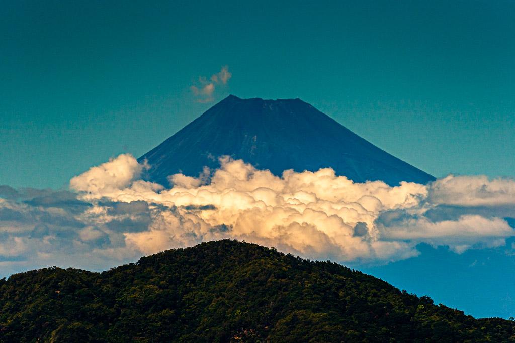Fuji versteckt sich meist hinter einem Wolkenschleier und wird deshalb in Japan als schüchterne Göttin verehrt / © FrontRowSociety.net, Foto: Georg Berg