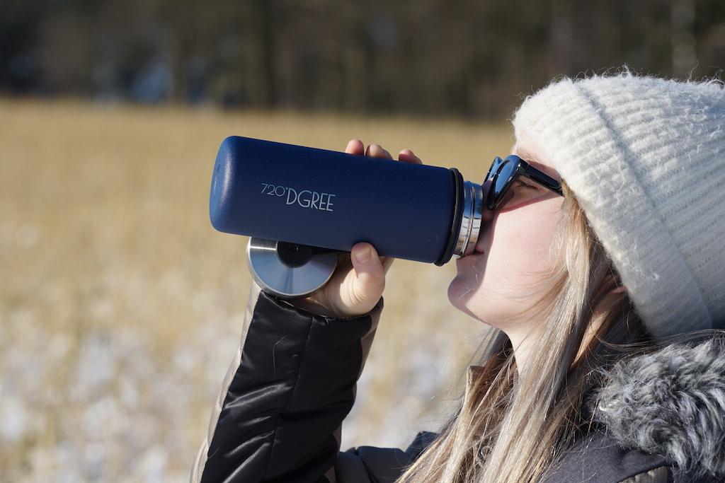Trinkflaschen von der Marke 720°DGREE kommen bei jungen Menschen gut an