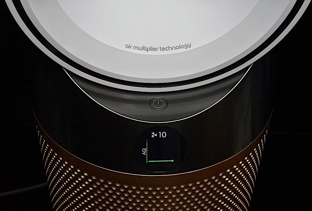 Auf dem kleinen Display kann die Luftqualität als Graph, die Luftfeuchtigkeit oder aber auch die Raumtemperatur abgelesen werden.