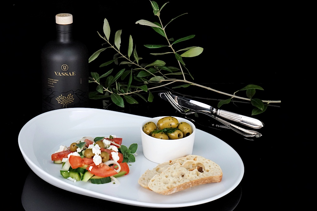 In einem echten Griechischen Salat darf gutes Oliven-Öl nicht fehlen