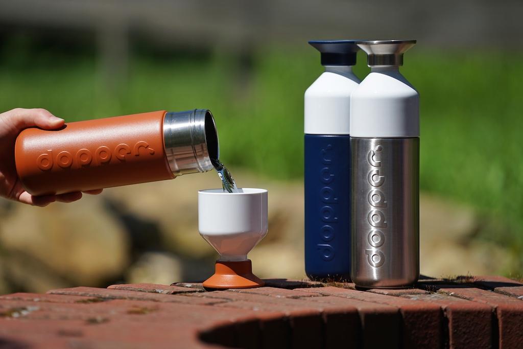 dopper Trinkflaschen: sehr innovativ - der Verschluss kann gleichzeitig auch als Trinkbecher eingesetzt werden ...
