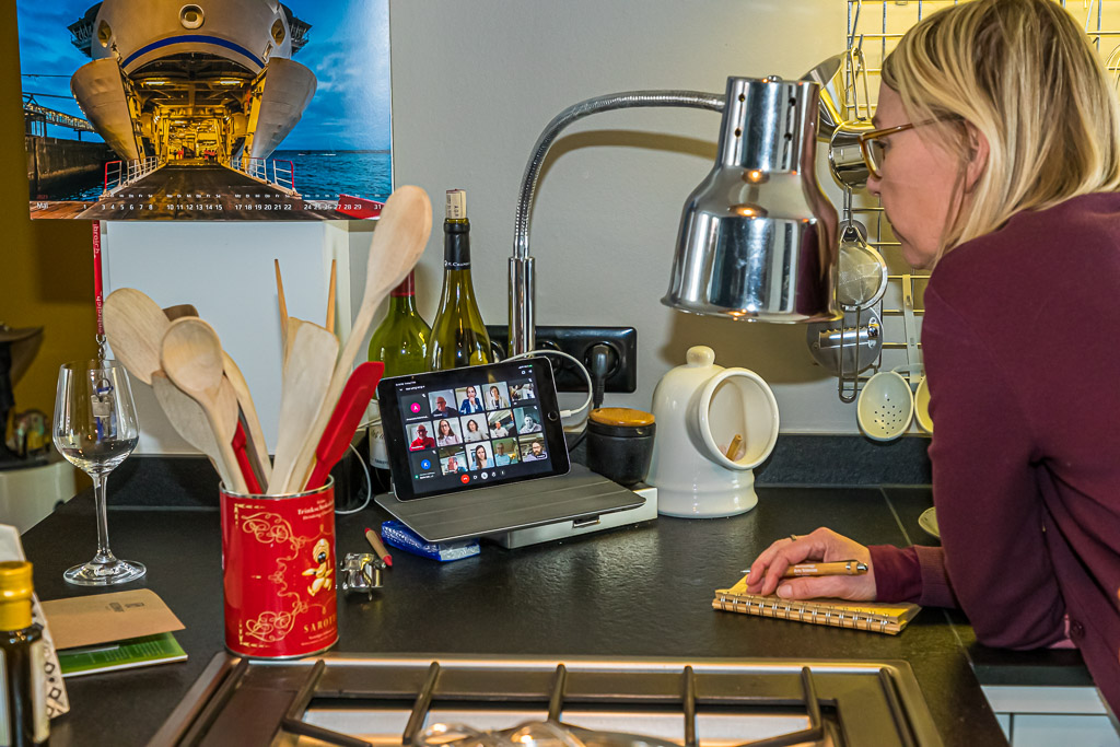 Champagner Nicolas Feuillatte Réserve Exclusive Brut ist die Visitenkarte des Centre Vinicole. Die Cuvée besteht aus 20 Chardonnay, 40 Pinot Noir und 40 MeunierAktuMal3 4 5 6 7 810 11 12 13 14 1517 18 19 20 21 2224 25 26 27 28 2931DOOSAROIT / © FrontRowSociety.net, Foto: Georg Berg