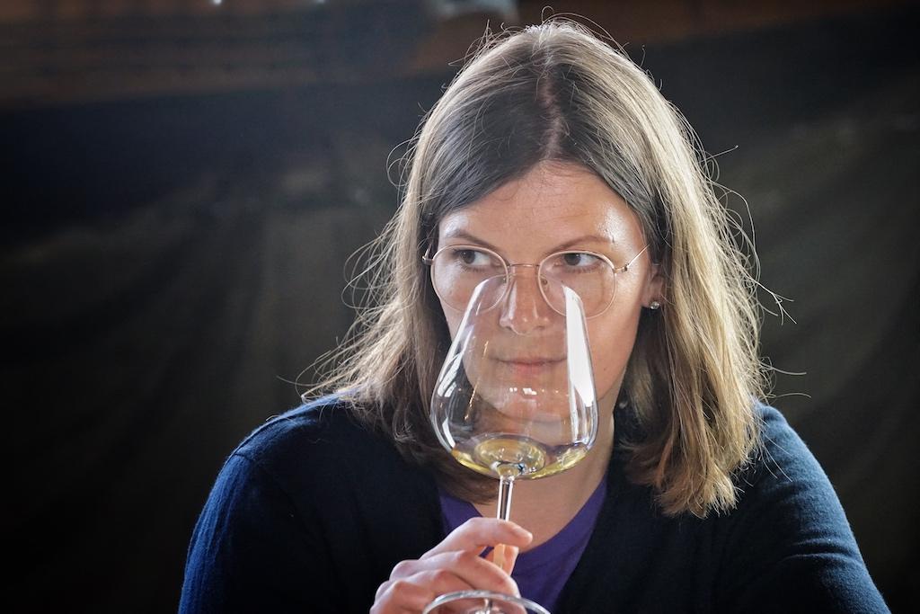 Master Sommelière Stefanie Hehn gehört zu den 6 Mastern of Wine, die den Titel in Deutschland tragen dürfen. Sie ist für alle Outlets im 5 Sterne Superior Hotel The Fontenay in Hamburg verantwortlich