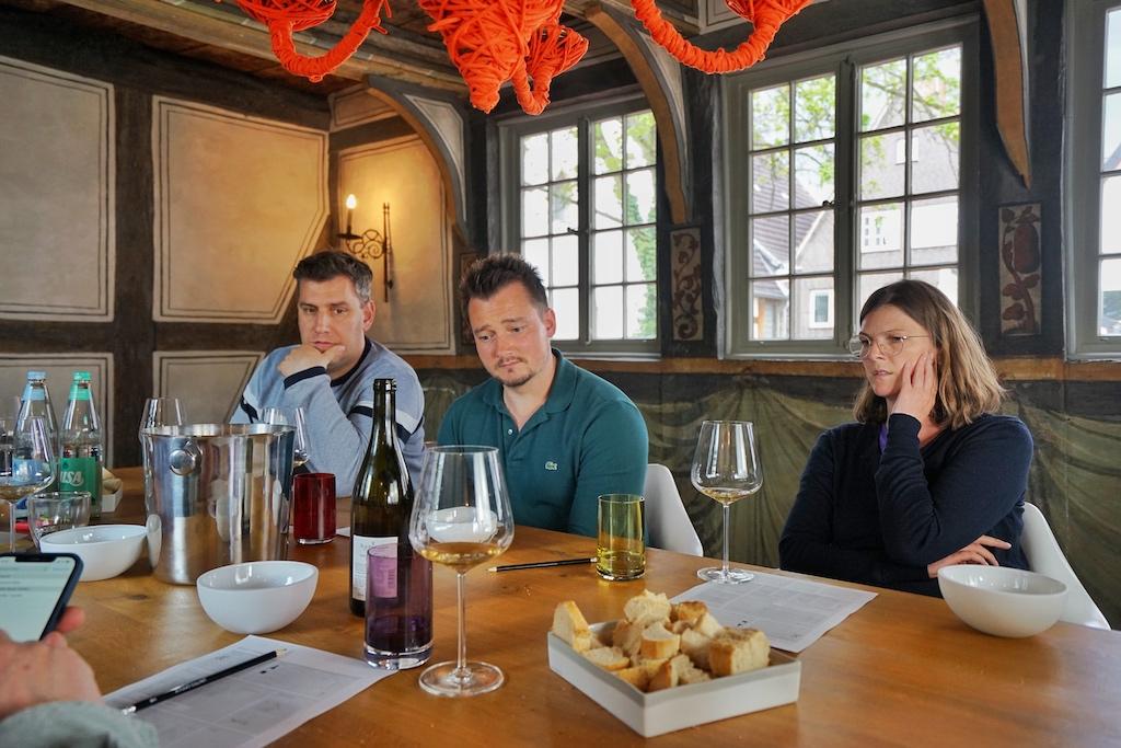 Während des Orange Wine Tastings wurde ausgiebig debattiert