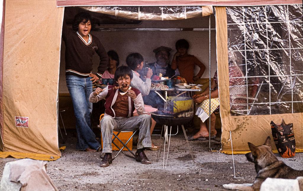 Der familiäre Zusammenhalt ist wichtiger als alle materiellen Güter / © FrontRowSociety.net, Foto: Georg Berg