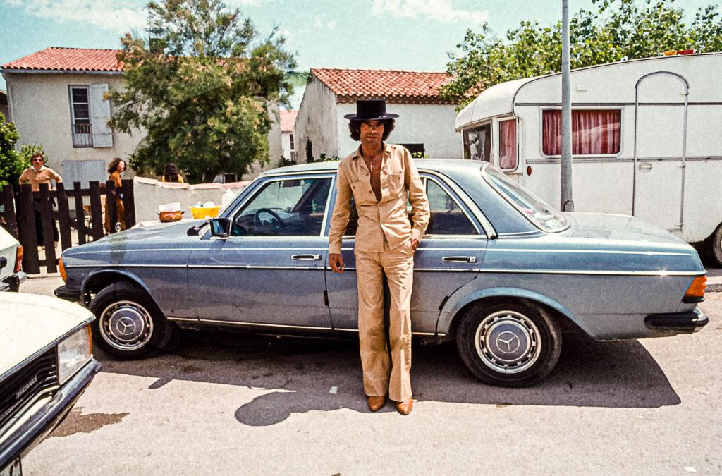 """Vom Flamenco-Musiker Manolo Bissiere ist der Spruch überliefert, mit dem er nie seine Heimat verlassen hat: """"Flugzeuge sind für Vögel und Boote für Fische. Aber ich gehe dahin, wohin mich meine Füße tragen, um sicher zu sein, dass ich wieder zurückkomme"""" / © FrontRowSociety.net, Foto: Georg Berg"""