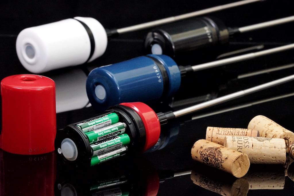 Betrieben wird der Vinaera Travel mittels 4 AAA 1,5 Volt Batterien, welche gut 30 Liter Wein belüften können