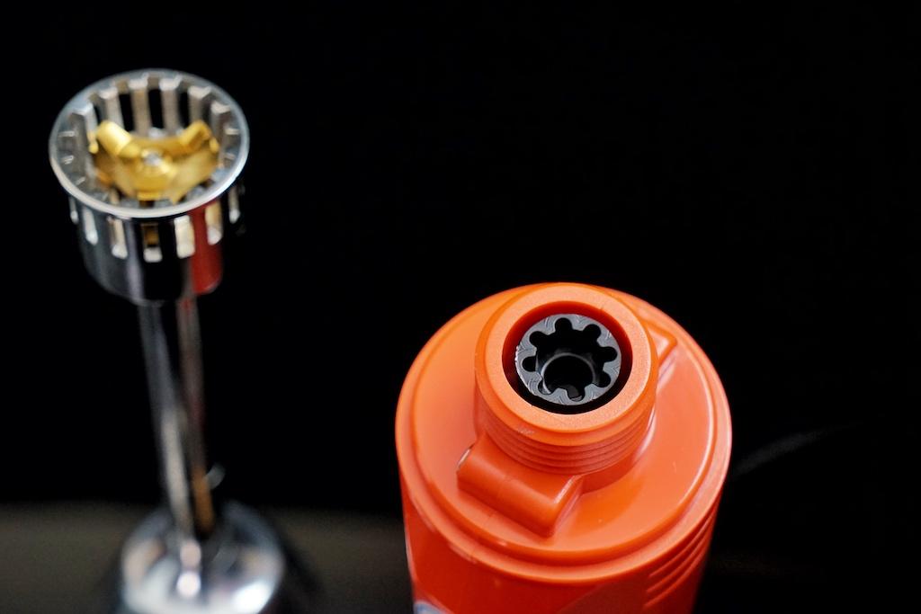 Der Turbostab wie auch alle anderen Werkzeuge können im Handumdrehen ausgetauscht werden - durch eine einfache Handbewegung gegen den Uhrzeigersinn