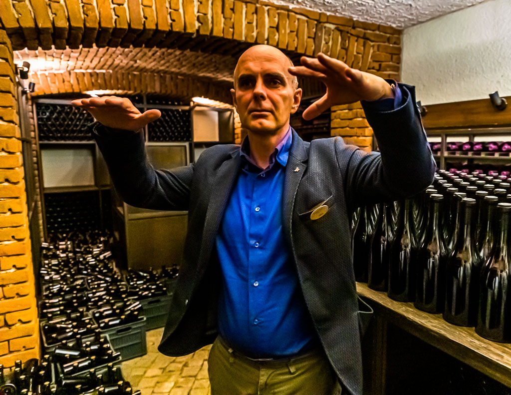 Aleksander Skorchev gehört zu den Court of Master Sommeliers der WSET und perfektioniert jetzt die Produktlinie der bulgarischen Zorniza Rotweine / © FrontRowSociety.net, Foto: Georg Berg