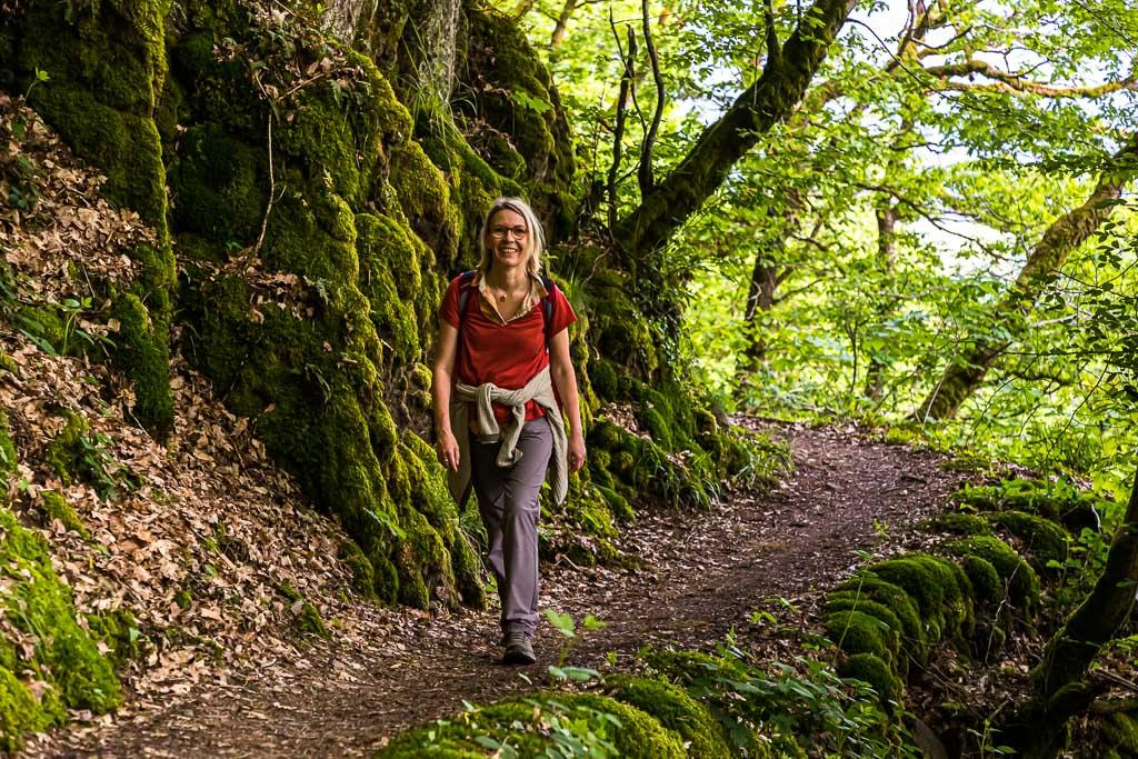 Die Wanderung entlang schmaler Waldpfade ist Erholung pur / © FrontRowSociety.net, Foto: Georg Berg